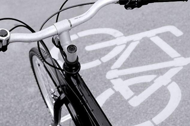 Cyklostezku na Helenínské letos nepostaví. Město rozhodnutí vítá