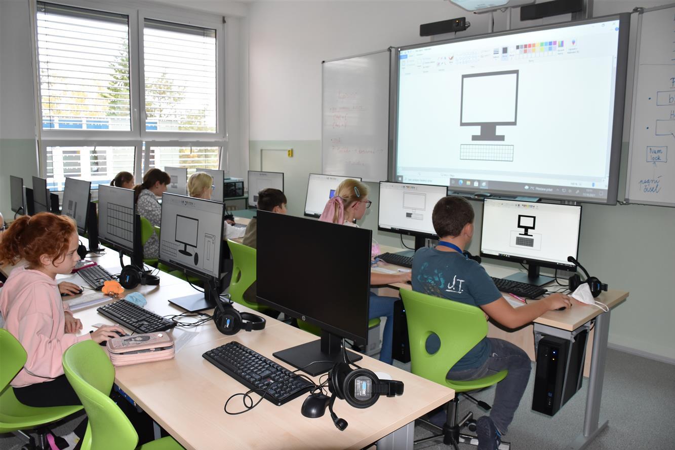 Žáci mají nové jazykové učebny, výtah a bezbariérový přístup