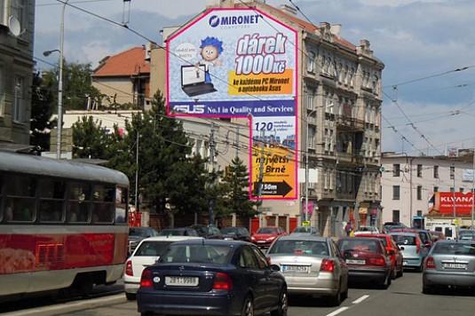 Na mostech a zábradlích v Brně zmizí reklama