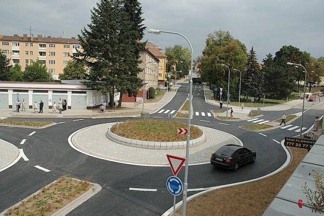 Průjezdnost zóny sever v Třebíči vyřešií nová okružní křižovatka