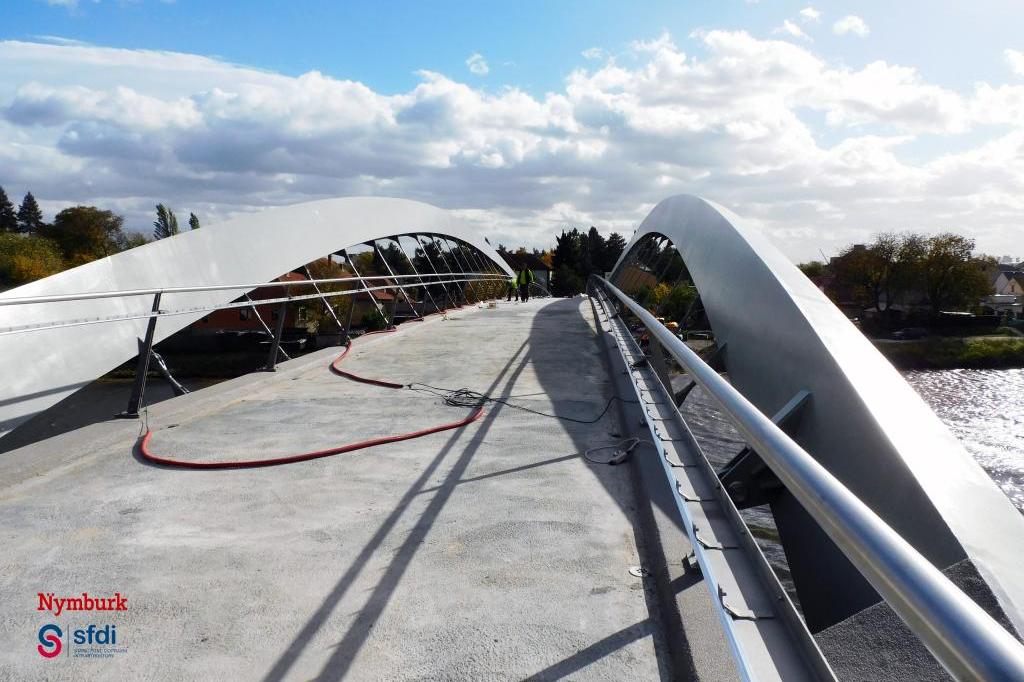 Nymburk - stavba lávky přes Labe finišuje