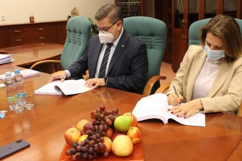 Hejtman Ústeckého kraje podepsal smlouvu s ČSAD Slaný