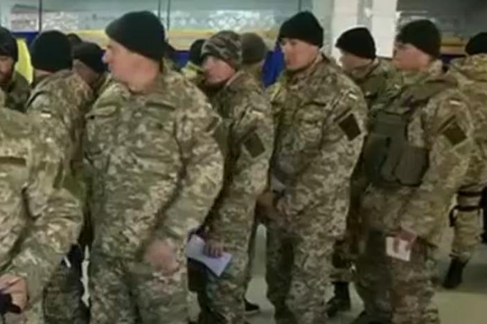 """Muži """"vojenského věku"""" prchají z Ukrajiny"""