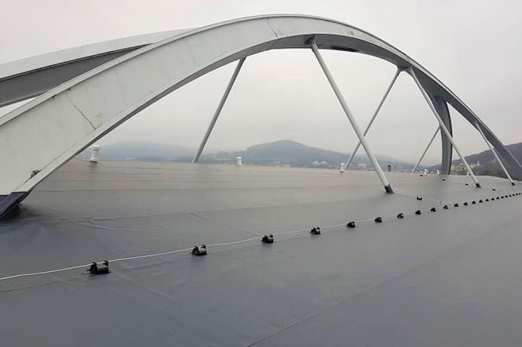Zimní stadion v Děčíně má novou střechu