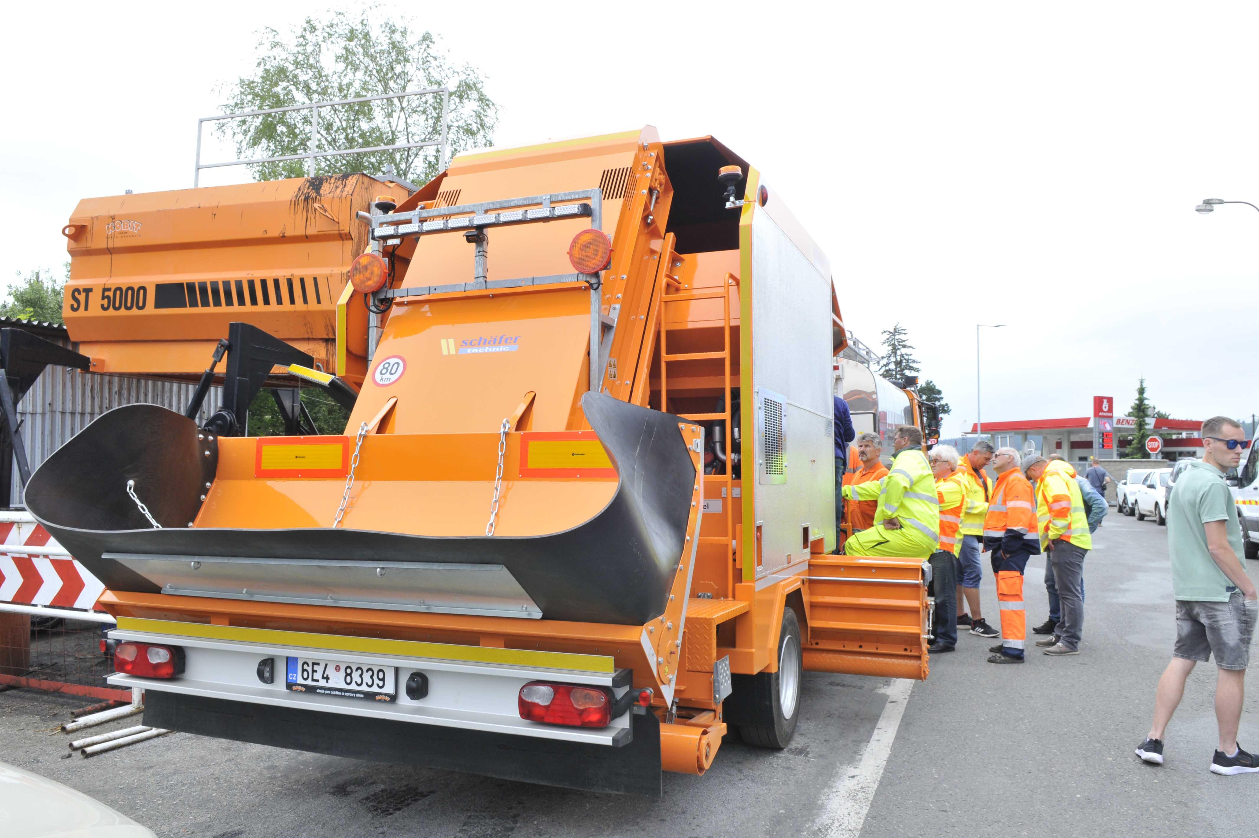 Souprava na míru zrychlí a zlevní opravy silnic